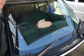 BMWミニ フロントガラス リペア-Before